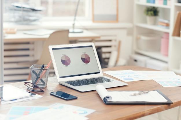 オフィスデスクの背景