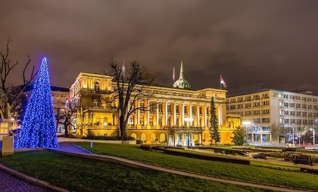 ベオグラードの夜のセルビア大統領のオフィス