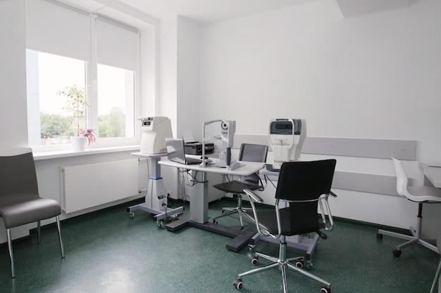 안과 진료소. 육안 검사 장비. 시력 치료 장치. 안과 수술실. 레이저 시력 교정 장비