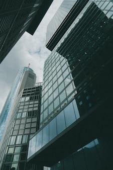 ビジネス地区のオフィスの高層ビル