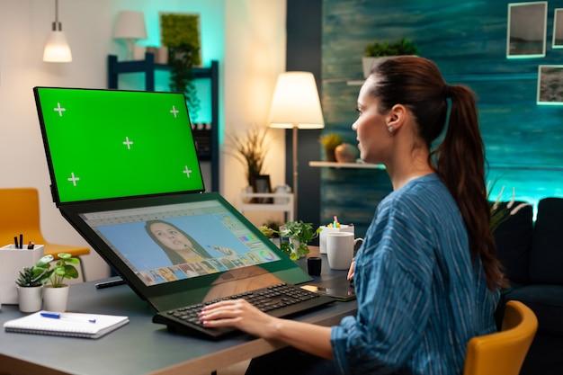 녹색 화면으로 작업하는 사무실 스튜디오 직원