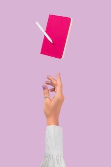 ラベンダーの背景のビジネスクリエイティブなレイアウトに浮揚する事務用品文房具