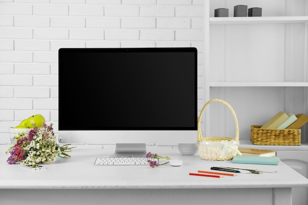 현대 컴퓨터와 사무실 직장