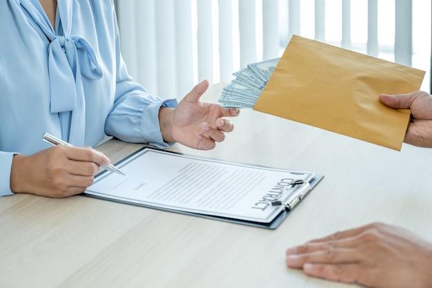 Чиновники, получающие взятку от бизнесмена: концепция коррупции и противодействия взяточничеству