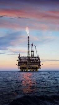Морская строительная площадка для добычи нефти и газа