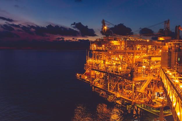 해양 플랫폼 산업은 천연 석유 및 가스 생산 석유 파이프라인입니다.