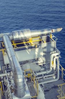 근해 산업 석유 및 가스 생산 탱크 석유 파이프라인.