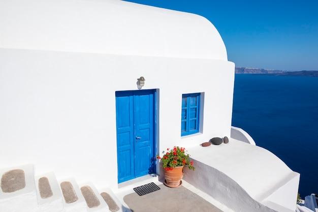イア、ギリシャ、サントリーニ島の典型的な町。