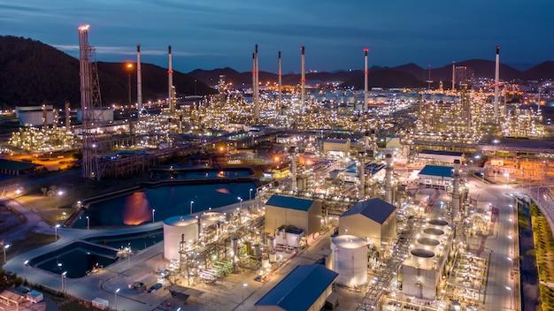 タイの輸送および輸出のための石油およびガス精製産業