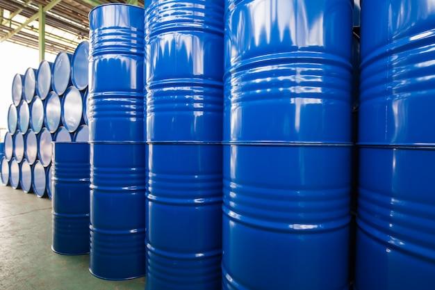 오일 배럴 파란색 또는 화학 드럼 수평 및 수직 스택