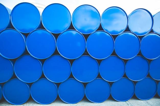 오일 배럴 파란색 또는 화학 드럼 수평 스택