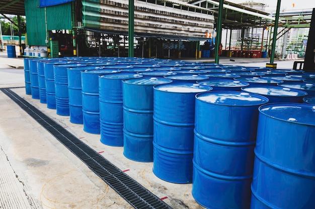 오일 배럴 파란색 또는 화학 드럼 수직 누적 산업