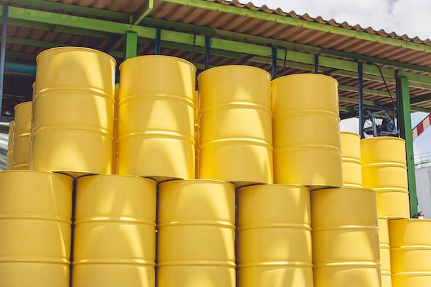 오일 배럴 노란색 또는 화학 드럼 수직 산업