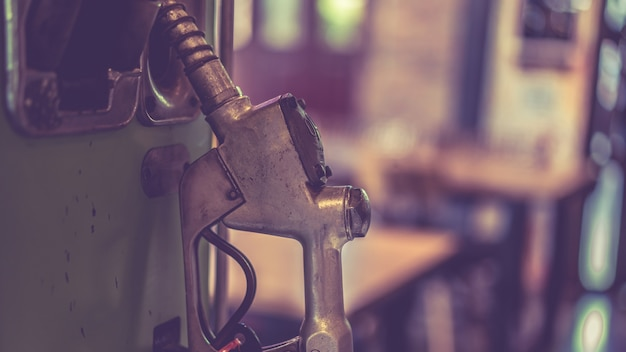 Oil dispensing nozzle handle