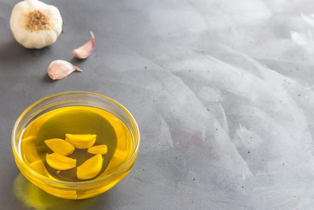オリーブとニンニクの油