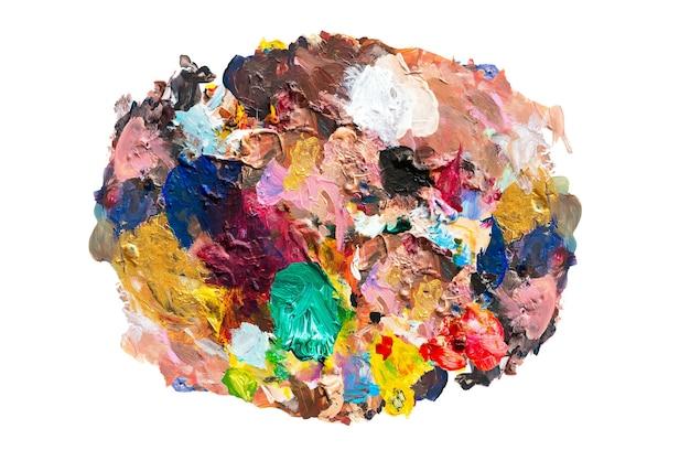 白で隔離されるパレットの油絵の具の色の混合
