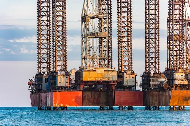 海の石油プラットフォーム