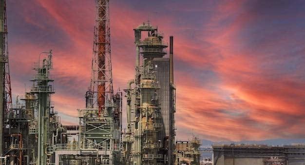 일본 석유 및 가스의 오사카 화학 공업 지대에서 정유 석유 화학 공장 공장