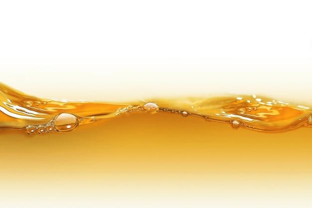 白い背景の上の油の波