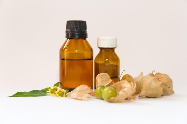 Масла и эссенции лекарственного растения под названием китайский фонарь