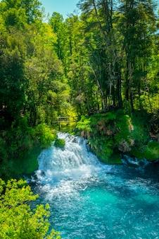 Водопад охос-дель-кабургуа пукон араукания чили чилийская патагония