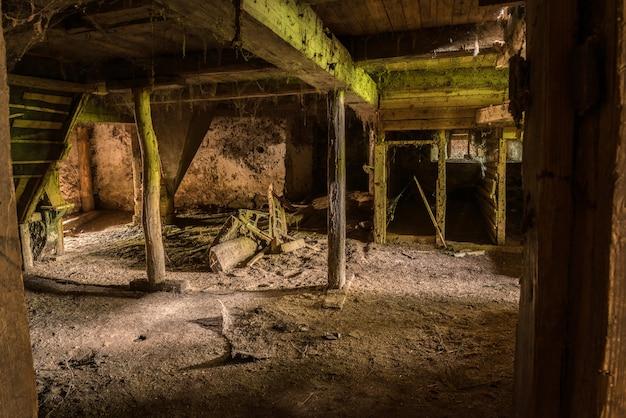 Старый заброшенный подвал