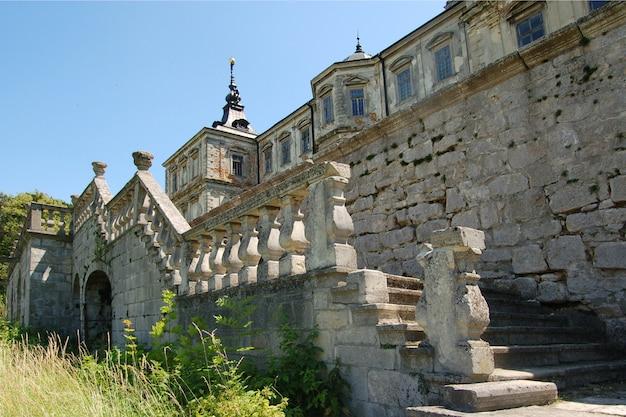 ウクライナのリヴィウ地域の古い放棄された城