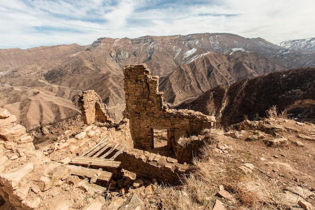 ロシア、ダゲスタン共和国のガムストリ共和国の古い放棄された都市。コーカサス