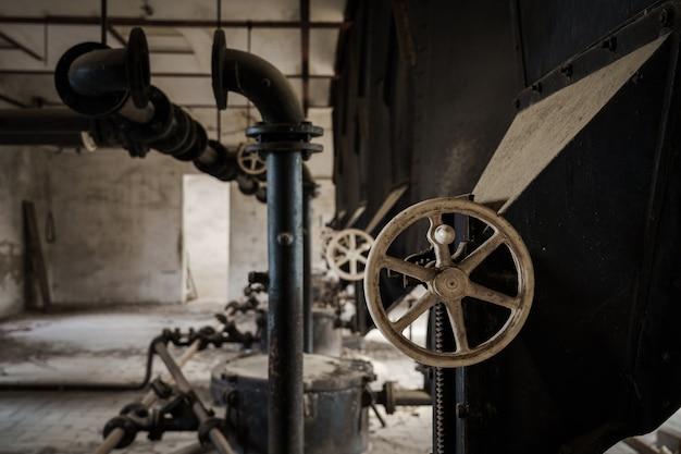 古い放棄された重工業