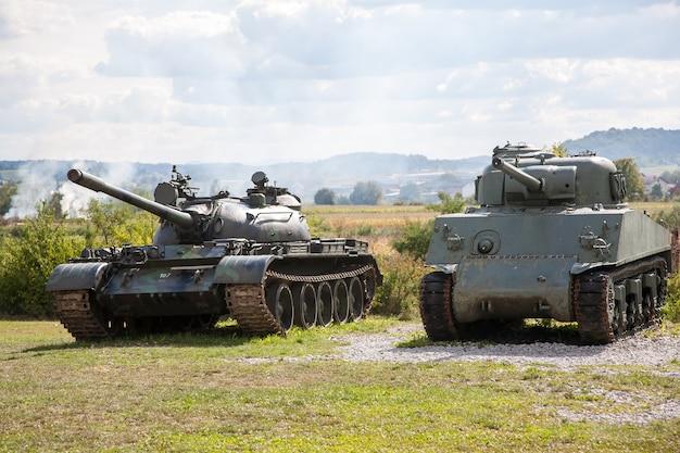 Старые брошенные танки после войны в хорватии