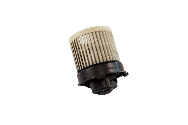 Старый двигатель воздуходувки автомобиля воздуха изолированный на белой предпосылке. старый грязный двигатель вентилятора нагнетателя воздуха автомобиля изолирован. сохранить с помощью обтравочного контура