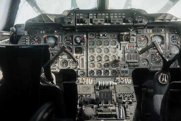 Old analog cockpit of the plane Premium Photo