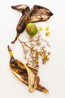 古いバナナの皮の残り物の上面図