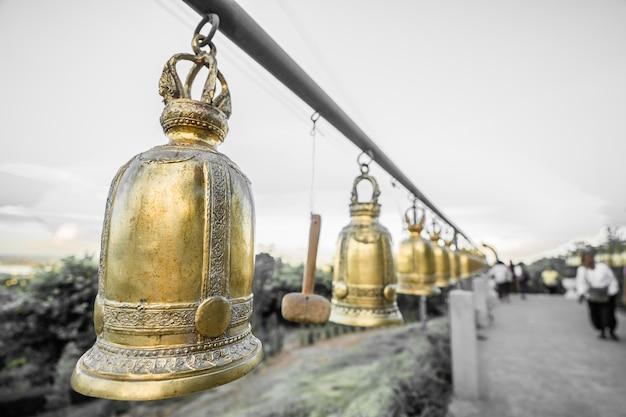 태국의 불교 사원에서 오래 된 종입니다.