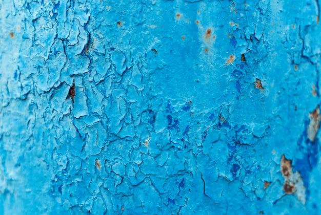 古い青いさびた塗られた壁