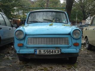 古い青トラバント