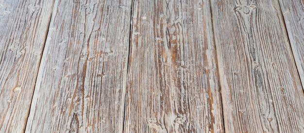 白いペンキ、背景の痕跡を持つ古いボード