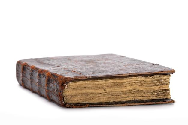 Старая книга в кожаном переплете коричневого цвета.