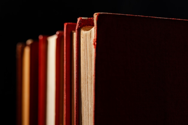 Vecchi libri disposizione da vicino