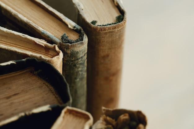 古い本のクローズアップ、文学の概念