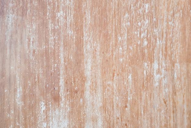 白い染料の傷と古い茶色の木製の背景。本物の木の質感。流行に敏感な壁紙。
