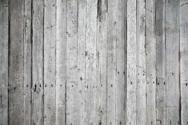 背景として古い茶色の木板