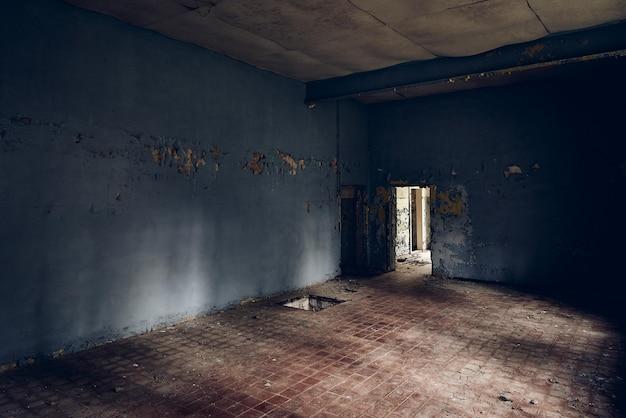 Vecchia costruzione deteriorata nel tempo
