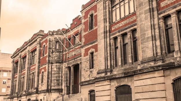 산업 학교의 오래 된 건물