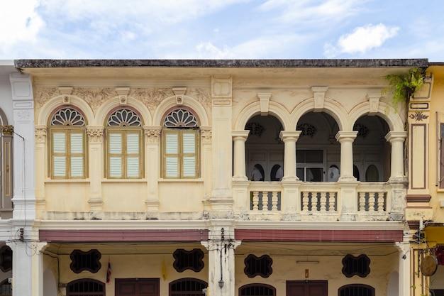 プーケットの古い建物の中国のポルトガル風