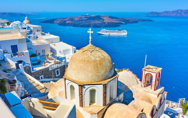 Старая церковь в тире и эгейском море, санторини, греция - пейзаж