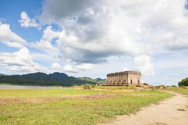 Старая церковь храма