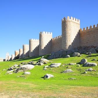 Старые городские стены авила, испания