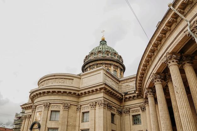 Старые колонны казанского собора в санкт-петербурге. санкт-петербург, россия