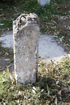 アーマチュア付き古いコンクリート柱、古いコンクリートの柱